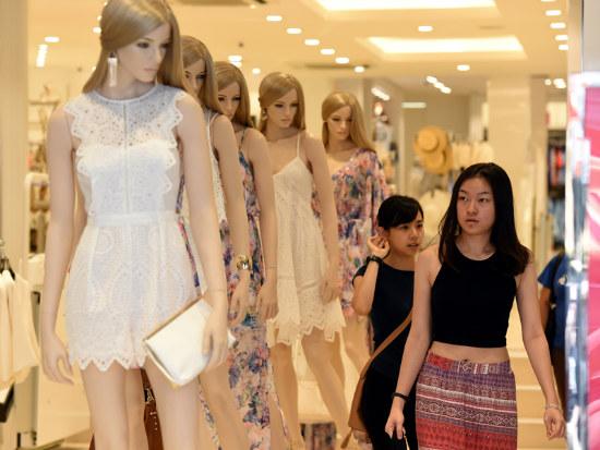 10_Consumer confidence fairly flat